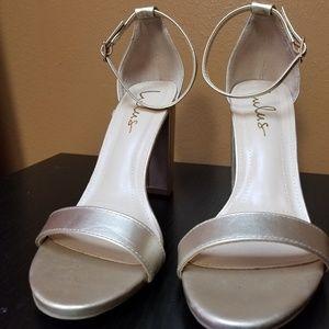 NWOT lulu,s gold heely sandals.